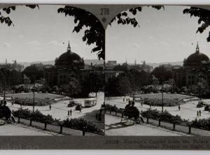 Utsikt fra Slottsparken mot Nasjonalteateret  (ca 1929)