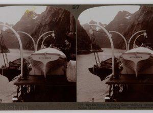 Dampskipet Neptun Bergen på tur i Lyngenfjorden mellom Tromsø og Hammerfest