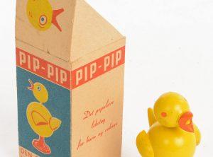 Pip-Pip – Den syngende kylling – Gave fra svenskene