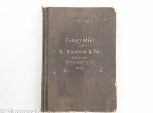Salgsbok med fotografier fra K. Knudsen & Co, Bergen