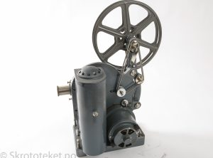 Paillard-Bolex Model C – 16mm filmfremviser (1930) med original koffert