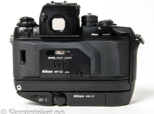 Nikon F4S med MB-21 og MF-22 Data back (1996)