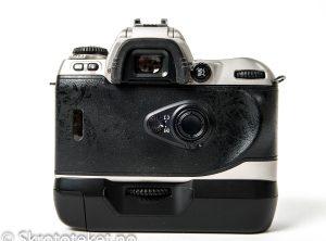 Nikon F80 (Silver) med MB-16 (2000)