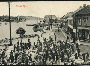 RISØR – Torvet med mye folk